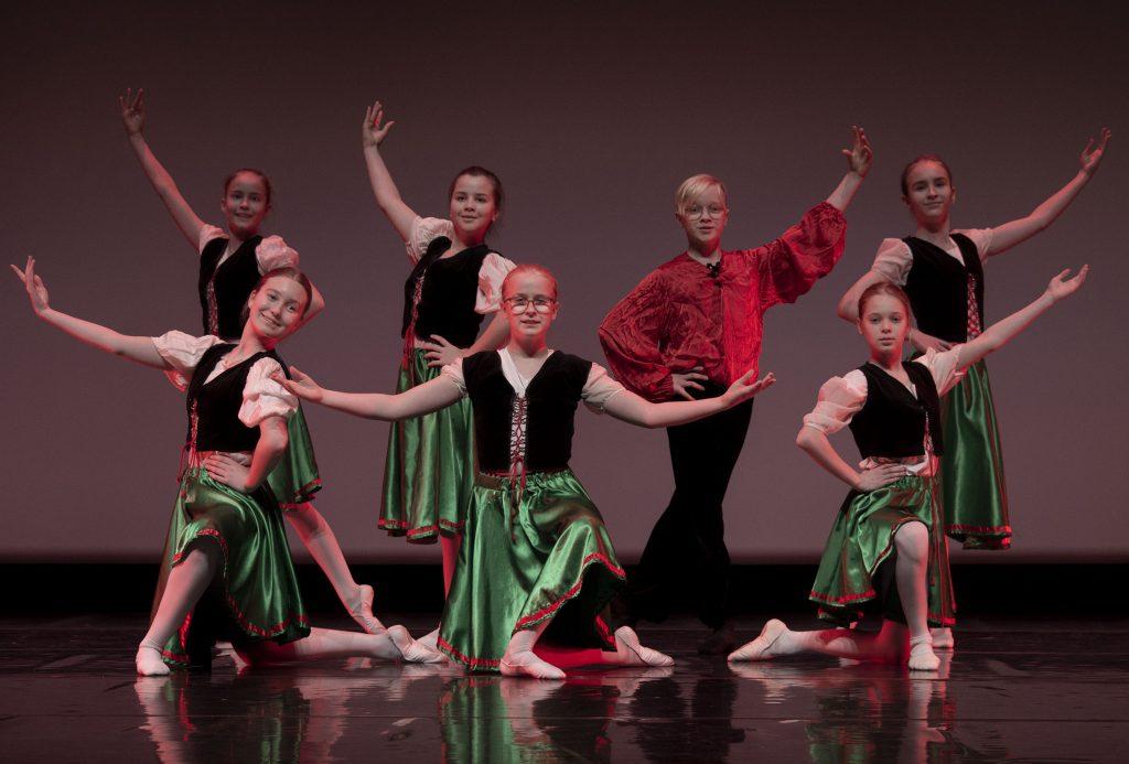 Tarantella, kor. T. Vuoti, esiintyjät: baletti ek1. Kuvaaja: J. Tunkkari