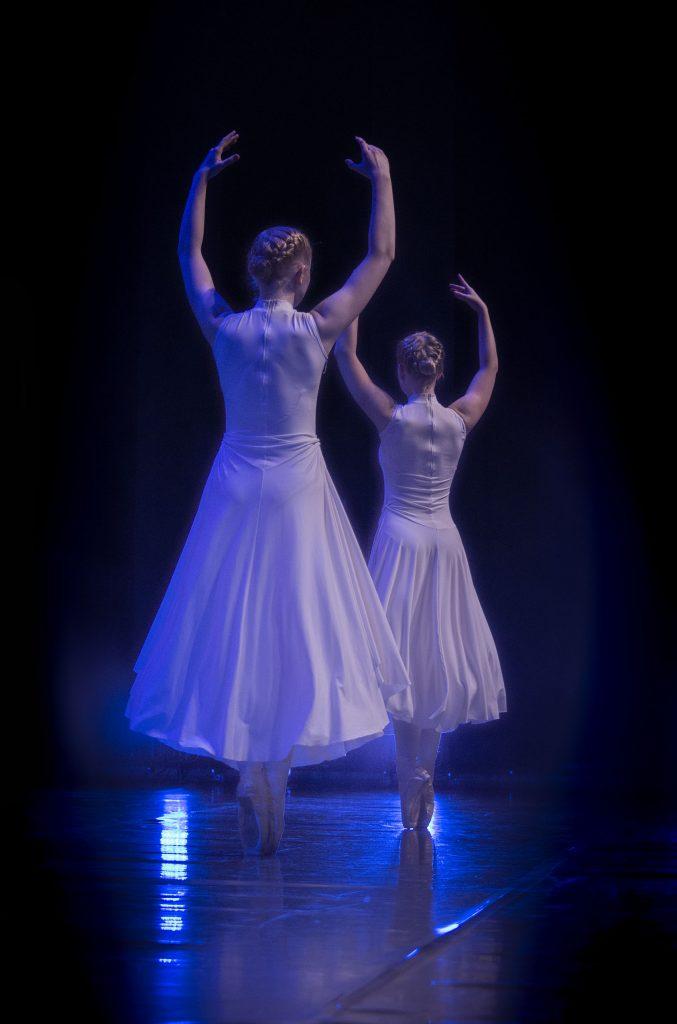 Tuulen henkäys, kor. T. Vuoti, esiintyjät: baletti ek3, kuva: J. Tunkkari